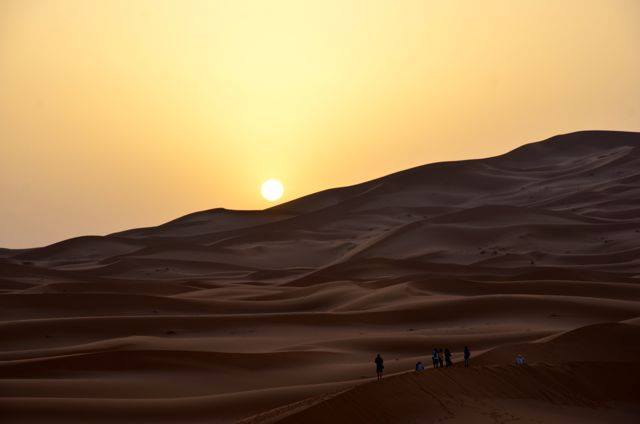 モロッコサハラ砂漠の日の出