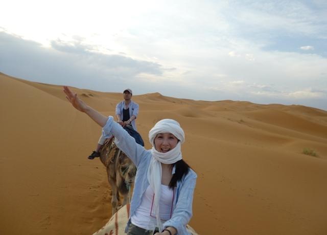モロッコ、サハラ砂漠でのらくだツアー
