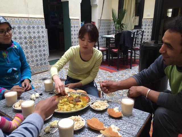 モロッコ、家庭のタジン料理