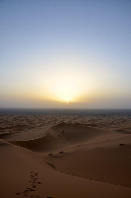 モロッコ、サハラ砂漠の日没