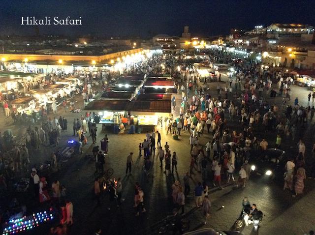 モロッコ、マラケシュのフナ広場の賑わい
