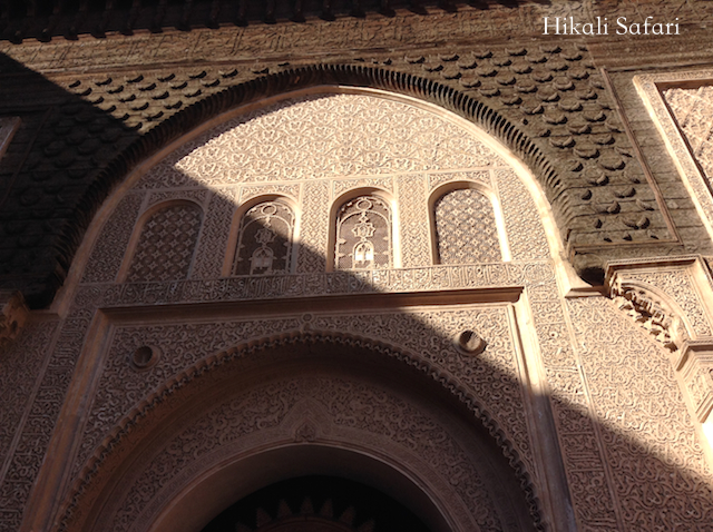 モロッコ、マラケシュのベンユーセフマドラサの漆喰
