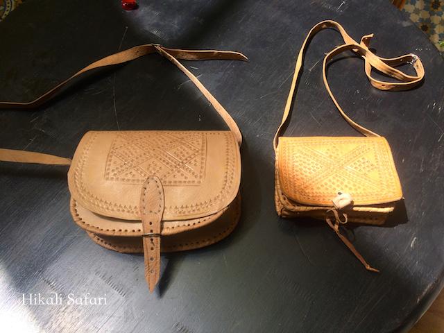 モロッコ、革のバッグ