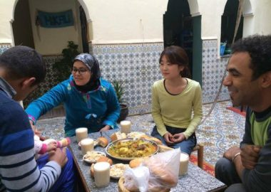 モロッコ、タジン料理を食べる