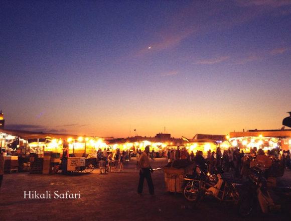 モロッコ、マラケシュのフナ広場の夕焼け